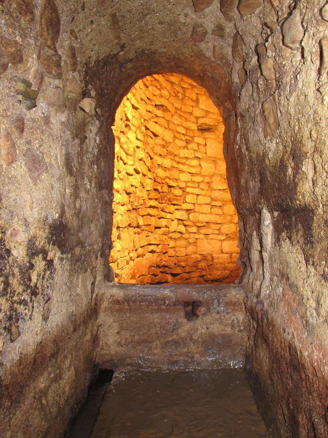 Cunicolo di smaltimento delle acque piovane del teatro romano